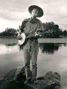 Pete Seeger's still singin' and strummin' at 90 years old!